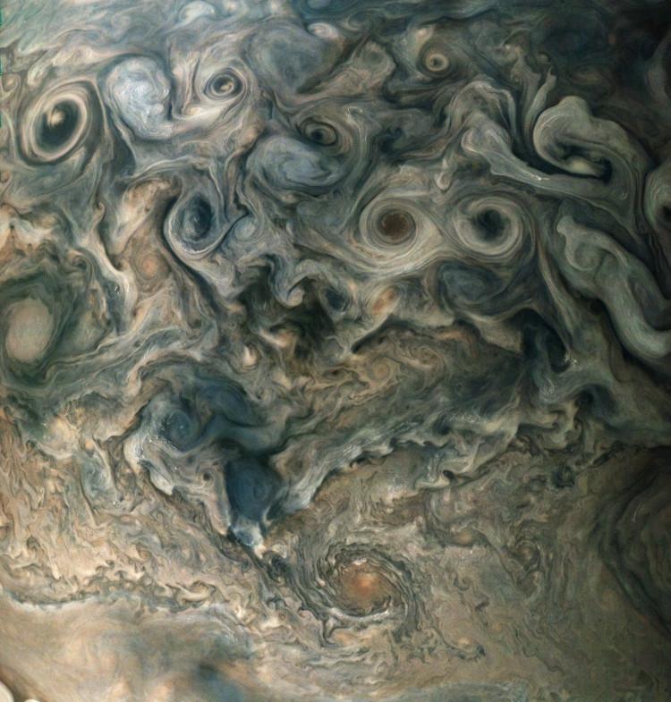 Những đám mây dày đặc trong bầu khí quyển Sao Mộc