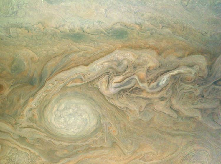 Trong hình là một trong những cơn bão nổi bật nhất của Sao Mộc