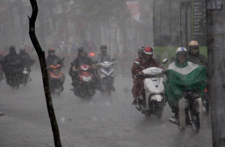 Khu vực Hà Nội từ chiều và đêm nay có mưa vừa, có nơi mưa to và dông.