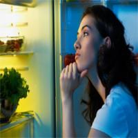 4 hậu quả đáng sợ của việc ăn đêm mà bạn không hề hay biết