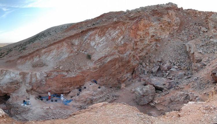 Các nhà khoa học đang cố gắng khai quật thêm các hóa thạch người 300.000 tuổi.