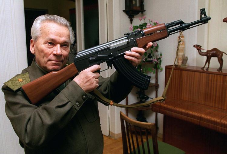 Súng AK là một trong những vũ khí nổi tiếng nhất của Liên Xô.