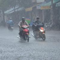 Dự báo thời tiết ngày 13/6: Hà Nội tiếp tục có mưa giông kéo dài
