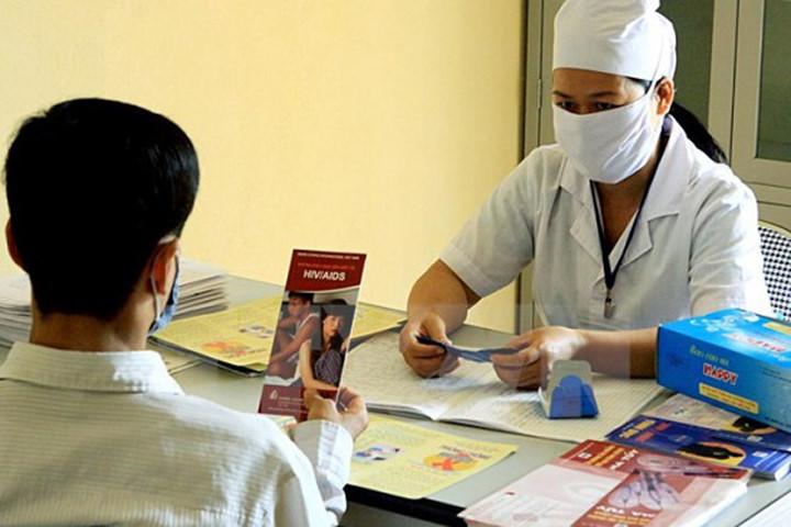 Tư vấn điều trị HIV.