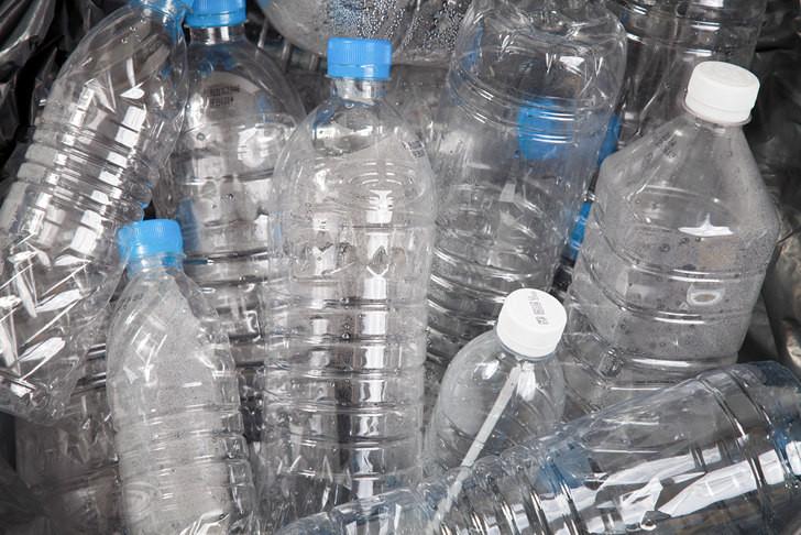 Tận dụng chai nhựa là bạn đã góp phần bảo vệ môi trường rồi đấy.