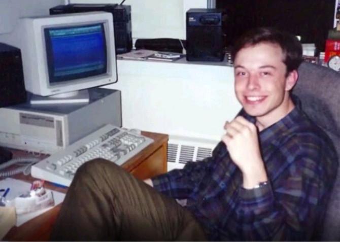 Elon Musk thời còn đi học.