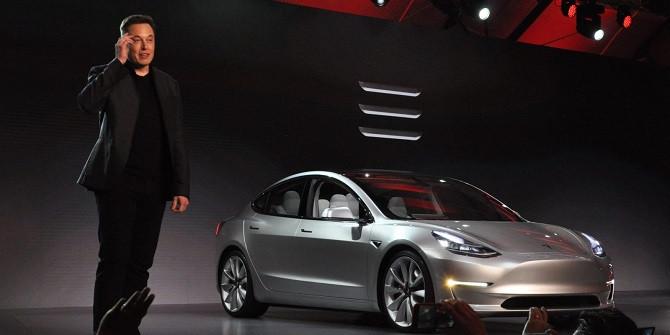 Elon Musk khi đang giới thiệu về Tesla Model 3.