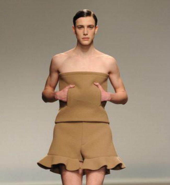 Nam giới ở Melbourne, Australia bị cấm mặc váy quây khi đi ra đường
