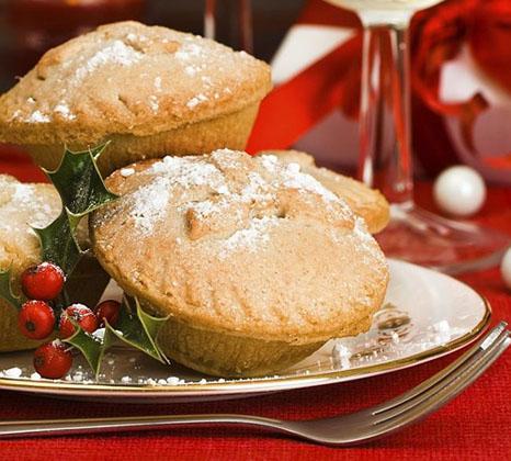 Tại Vương quốc Anh, ăn Mince-Pie (món bánh ngọt truyền thống) vào dịp Giáng sinh sẽ bị coi là bất hợp pháp