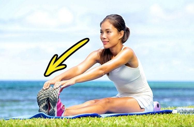 Nếu bạn thực hiện việc này một cách dễ dàng tức là cơ thể bạn còn rất linh hoạt, dẻo dai