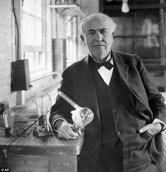 Thomas Edison cho ra đời bóng đèn điện đầu tiên tại phòng thí nghiệm ở New Jersey vào cuối những năm 1870.