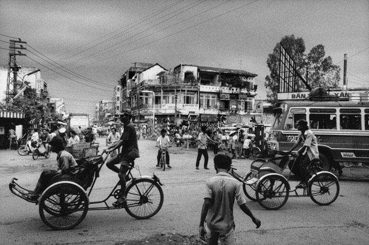 Đường Lê Quang Sung, bên ngoài bến xe Chợ Lớn năm 1991.