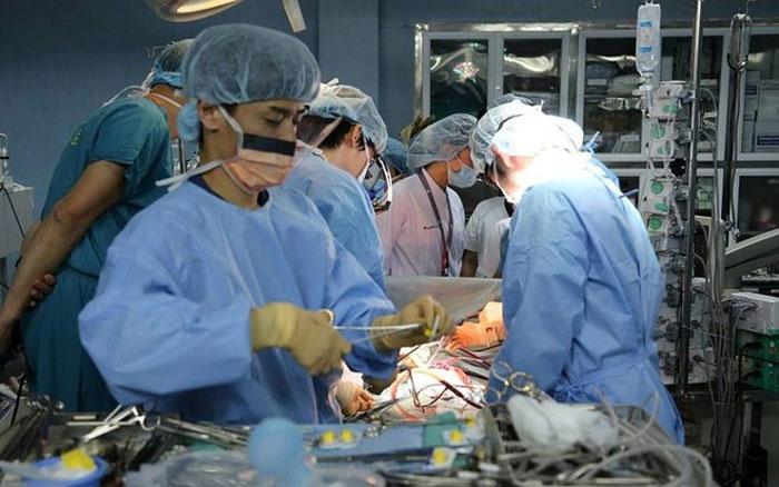 Ca ghép phổi lần đầu tiên cho bệnh nhi kéo dài 11 giờ.