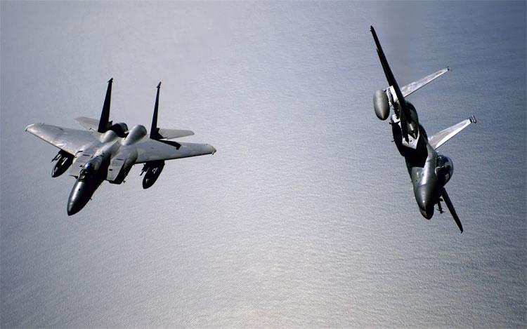 Các chiến cơ ghép đôi trên bầu trời.