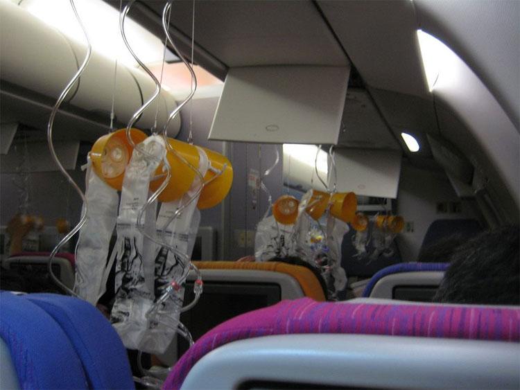 Dưỡng khí cung cấp cho hành khách hít thở nhiều nhất cũng chỉ đủ để duy trì trong 30 phút.