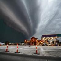Cơn bão kỳ lạ phá tan tành cả một thành phố năm 1674