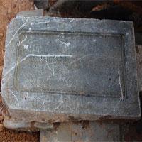 Tìm thấy bia mộ vợ vua triều Nguyễn tại công trường xây bãi xe