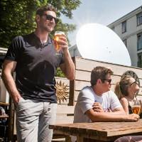 """""""Gương thần"""" giúp người Anh uống bia ngon hơn"""