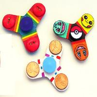 Video: Hướng dẫn cách làm đồ chơi Fidget Spinner cực hay