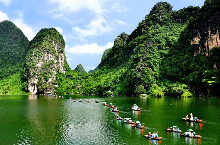 Nước ta nằm trong vùng nội chí tuyến nên khí hậu mang tính chất nhiệt đới.
