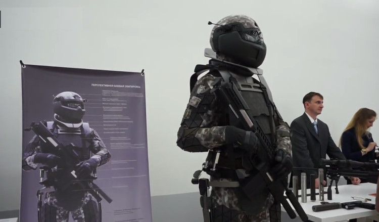 Bộ giáp có thể bảo vệ binh sĩ Nga trước các loại đạn bộ binh.