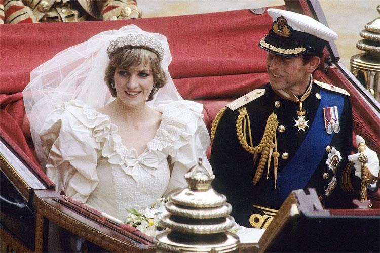 Diana cho rằng chứng ăn - ói xuất hiện ngay khi bà đính hôn cùng Thái tử Charles.