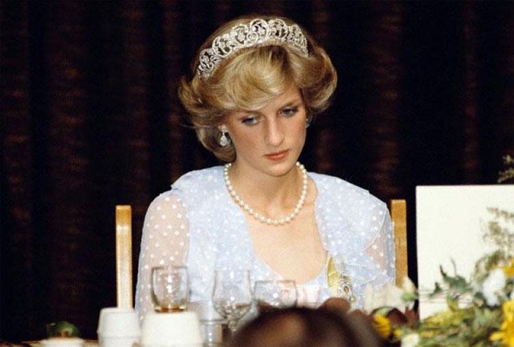 Công nương Diana vật lộn với chứng ăn - ói suốt thời gian dài.