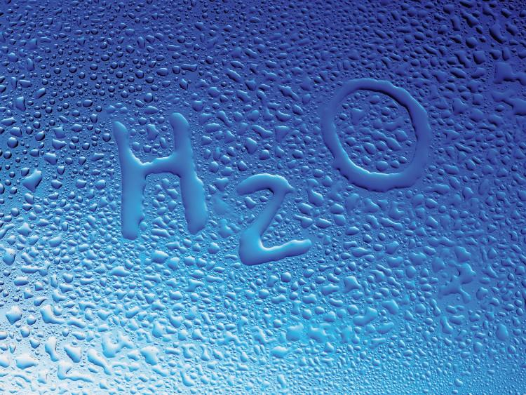 Để tạo ra nước, thứ đầu tiên chúng ta cần có là khí hydro và oxy.