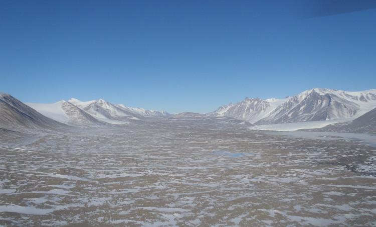Tốc độ gió thổi xuống thung lũng lên đến 320km/giờ