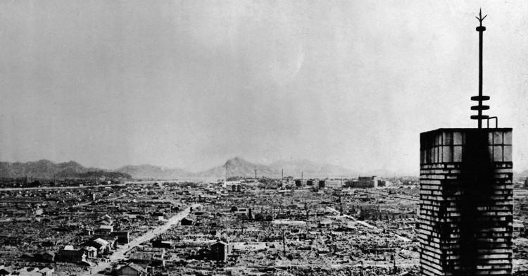 Thành phố hóa bình địa sau vụ ném bom hạt nhân ở Hiroshima (Nhật Bản).