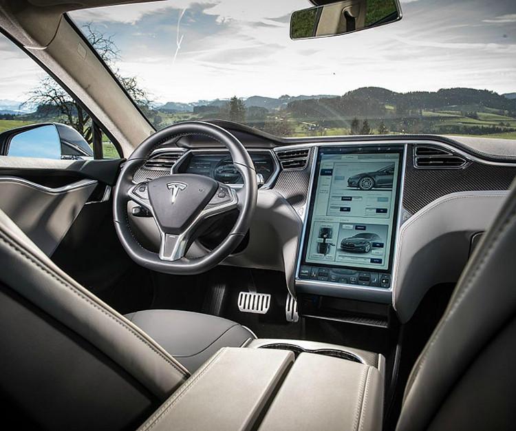 Mẫu Tesla Model 3 có giá dễ thở nhất là 30.000 USD.