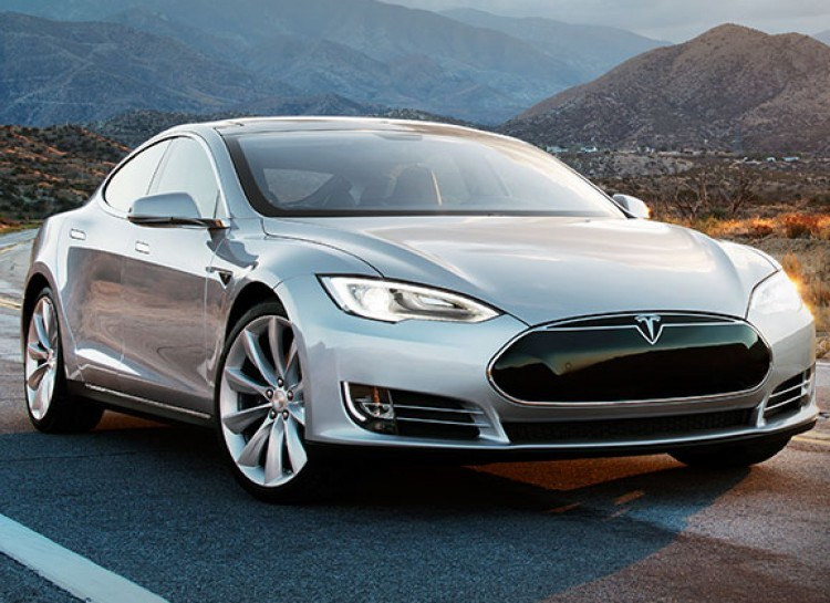 Ô tô còn được sạc miễn phí tại bất kỳ trạm sạc điện nào thuộc Tesla.