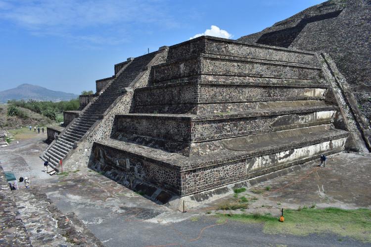 Mộ tế trong kim tự tháp Mặt Trăng có cả hài cốt người và động vật.
