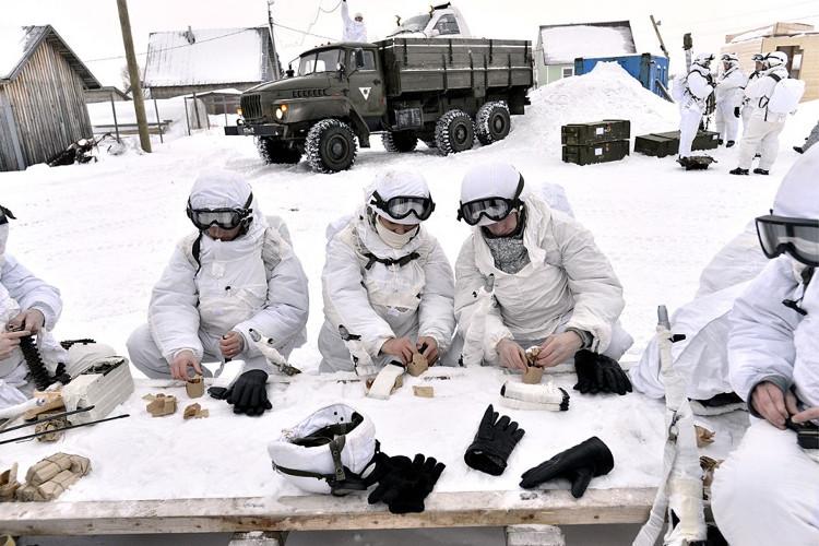 Binh sĩ Nga chuẩn bị cho một nhiệm vụ tại Bắc Cực.