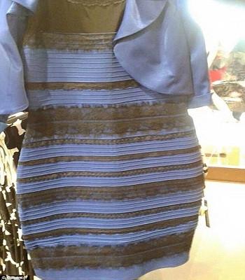 Chiếc váy khiến mọi người nhìn thấy những màu sắc khác nhau gây sốt năm 2015.