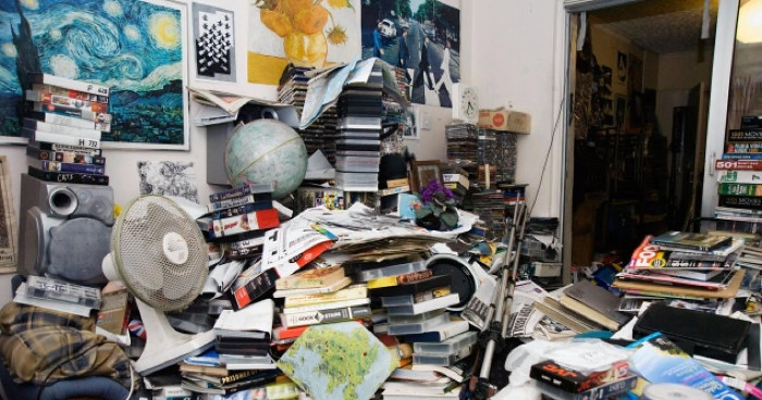 Một gia đình ở tỉnh Giang Tô, Trung Quốc bị ngộ độc hóa chất formaldehyde vì tích trữ hàng chục nghìn cuốn sách trong nhà.