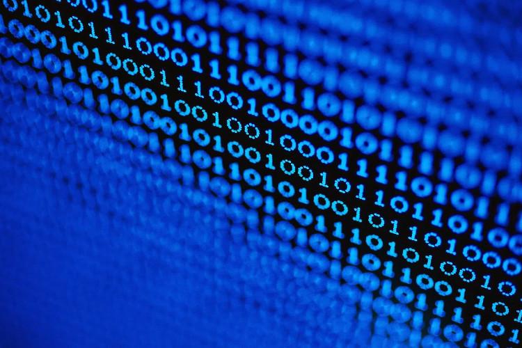 Những gì mà chúng ta thấy là một chuỗi các bit được máy tính xử lí.