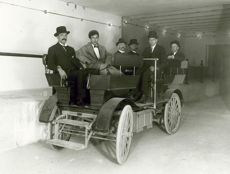 Một trong hai chiếc xe chạy trong đường hầm nối tòa quốc hội Mỹ với tòa thượng viện Russel.