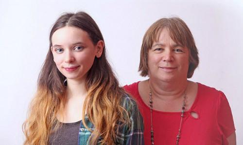 Kate cùng mẹ.