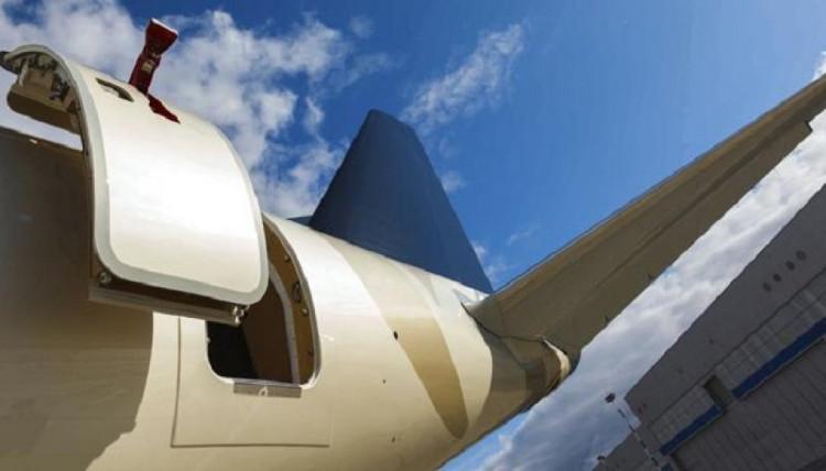Chênh lệch áp suất khiến việc mở cửa máy bay giữa không trung trở nên khó khăn