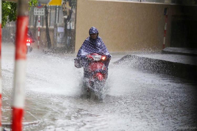 Nhiều vùng ở Bắc Bộ vẫn có mưa rào ngắt quãng, các tỉnh vùng núi phía Bắc tiếp tục có mưa.