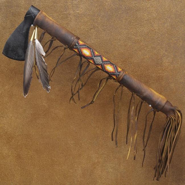 Rìu Tomahawk truyền thống thường dài khoảng 60cm, đầu hẹp