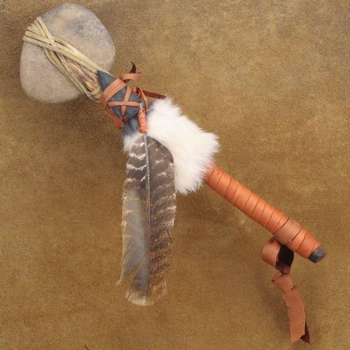 Nguyên thủy, các đầu rìu được chế tạo bằng đá tròn hoặc xương hươu, nai