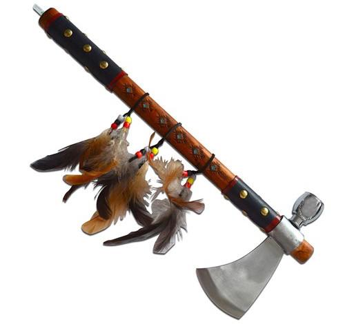 Rìu Tomahawk sau này đã được cải tiến với một đầu búa rỗng bên trong, thường gọi là rìu ống