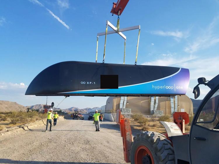 Tàu Hyperloop One được mang đi thử nghiệm.