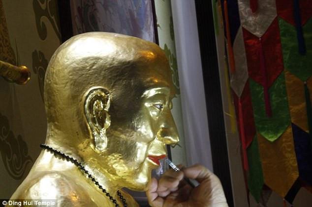 Thiền sư Ci Xian được quốc vương Khitan phong là bậc thầy Phật giáo.