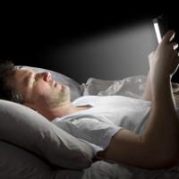 Ảnh hưởng xấu của ánh sáng điện thoại thông minh tới cơ thể