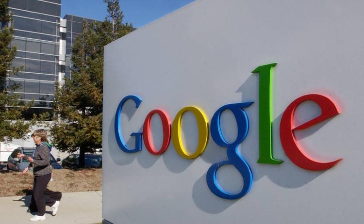 Logo bên ngoài của Google tại văn phòng California.
