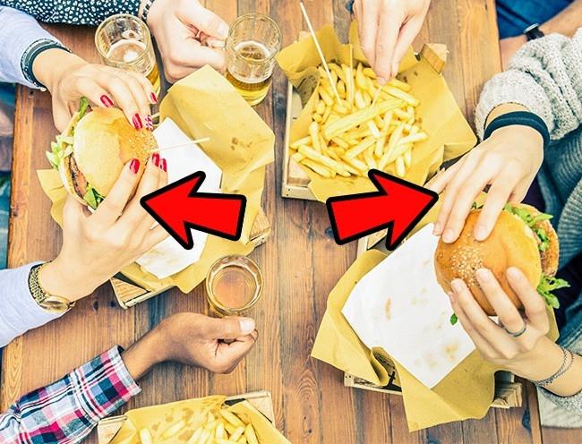 Ăn bằng tay không, bạn sẽ cảm thấy ăn ngon miệng hơn, từ đó sẽ ăn nhiều hơn.