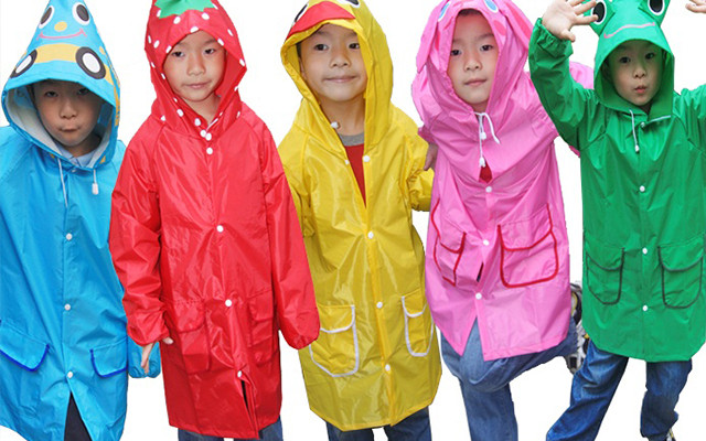 Những cải tiến trong chất liệu vải liên tục được áp dụng lên áo đi mưa thời này.